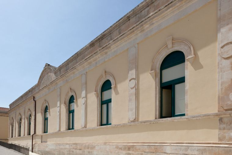 Restoration intervention of historic building – Cladding based on lime and marble powder